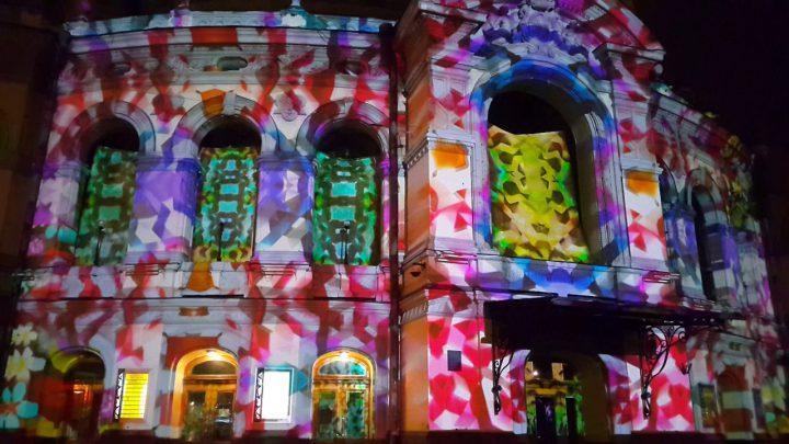 Новогоднее 3D шоу на фасаде театра оперы и балета